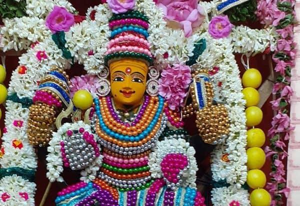 வரலட்சுமி நோன்புடன் ஆடி வெள்ளி பெண்கள் வழிபாடு