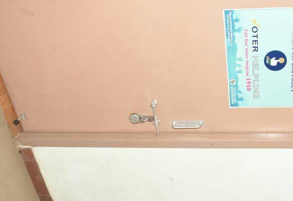 மாவட்ட தேர்தல் பிரிவு  அலுவலகம் மூடல்