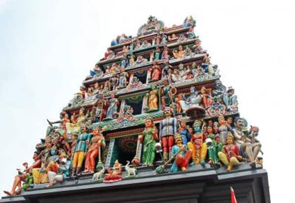 சிங்கப்பூர், மாரியம்மன் கோயில், நகை திருட்டு,  பூசாரி, கைது