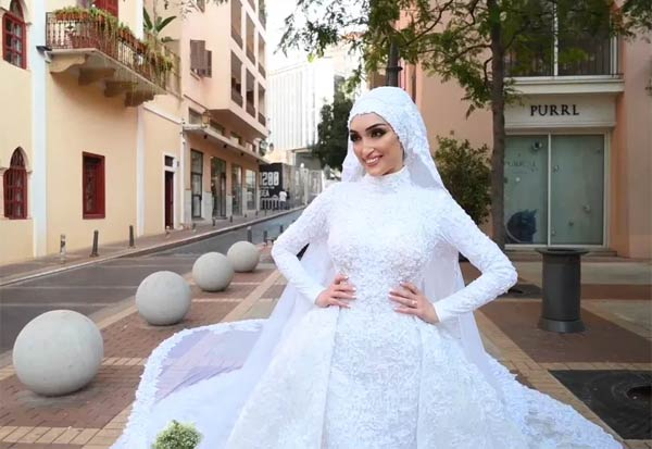 Bride, Beirut, Poses, Photographs, BeforeMassive, ViralVideo, மணப்பெண், புகைப்படம், போஸ், வெடி விபத்து, வைரல் வீடியோ