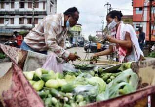 சாலையோர வியாபாரிகளுக்கு ரூ.100 கோடி