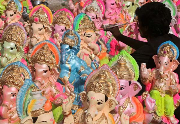 விநாயகர், சிலைகள், தேக்கம்