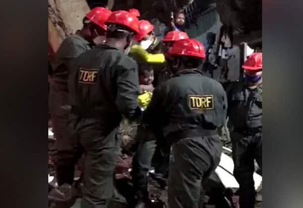 3 storey building, collapse, 8 killed, 25 trapped, 3 மாடி கட்டடம், மஹா., இடிந்து விபத்து, 8 பேர் பலி, 25 பேர், இடிபாடுகள், மாட்டினர்