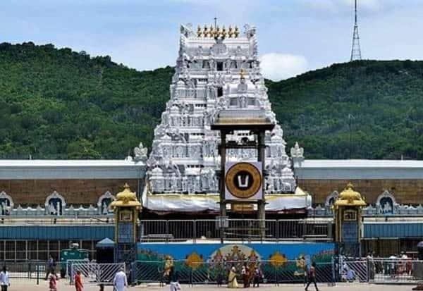 tripathi, temple, two cms, same day, darshan, b.s,yediyoorappa, jegan mohan reddi,  திருப்பதி கோவில், இரு மாநில முதல்வர்கள், பிஎஸ் எடியூரப்பா, ஜெகன் மோகன், ஒரே நாளில், தரிசனம்