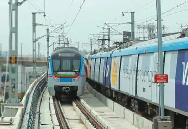 hyderabad, metro, train, runs, pregnant lady, delivery, கர்ப்பிணி, மெட்ரோ, ரயில், ஐதராபாத், இயக்கம்
