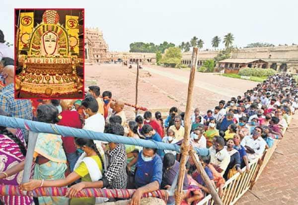 தஞ்சை பெரியகோவில் பெருவுடையாருக்கு  1,000 கிலோ அரிசியால் அன்னாபிஷேகம்