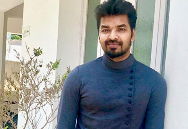 எங்கேயும் எப்போதும் கேட்காத  'டியூன்': இசையமைக்கும் நடிகர் ஜெய்