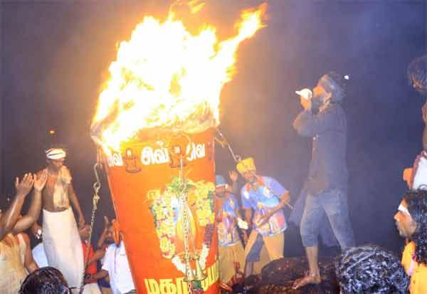 தி.மலையில் பக்தர்கள் இல்லாமல் முதல் முறையாக நடந்த தீப விழா Tamil_News_large_266173420201129205116