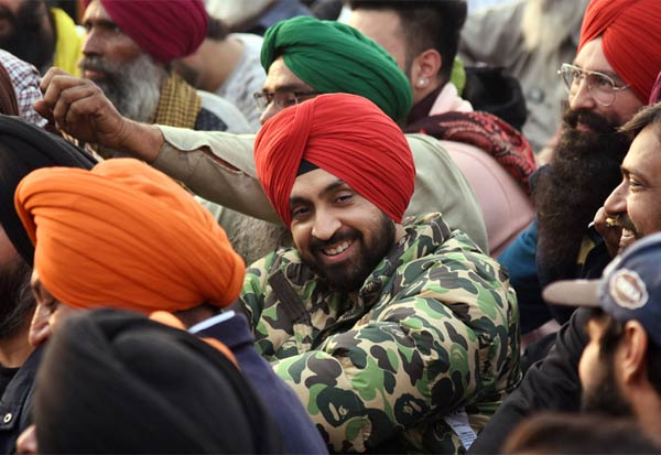 Diljit Dosanjh, donates, Rs 1 crore, warm clothes, protesting farmers,