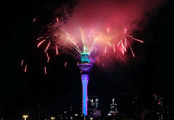 Happy New Year 2021   New Zealand welcomes 2021 with fireworks