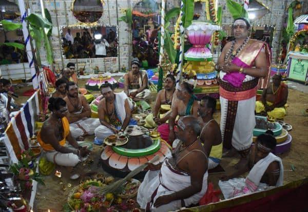 காமாட்சி அம்மன் கோவிலில் நாளை மகா கும்பாபிஷேகம்