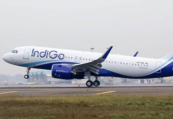 IndiGo, Flight Lands, Karachi, Passenger, Ill, Dies, Sharjah, Lucknow, இண்டிகோ, விமானம், பயணி, மாரடைப்பு, பாகிஸ்தான், தரையிறக்கம்