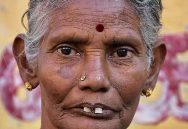 சுக்கு காபி விற்கும் சரஸ்வதி பாட்டி: வீட்டுக்கு 'விசிட்' அடித்த 'கடவுள்!'