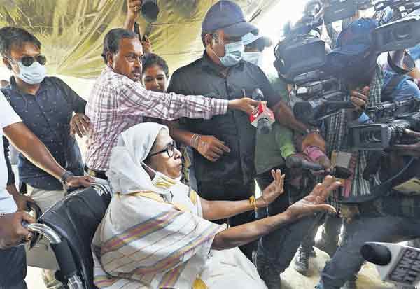 மேற்கு வங்க சட்டசபை தேர்தலில்... வன்முறை!  முதல்வர் மம்தா பானர்ஜி புகார்