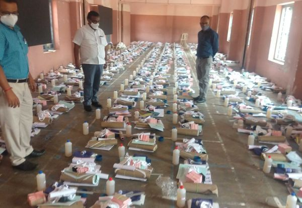 ஓட்டுசாவடிக்கு உபகரணங்கள்: தேர்தல் அதிகாரிகள் ஆய்வு
