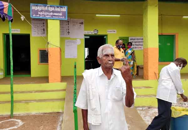 105 வயது முதியவர்'ஜனநாயக கடமை'