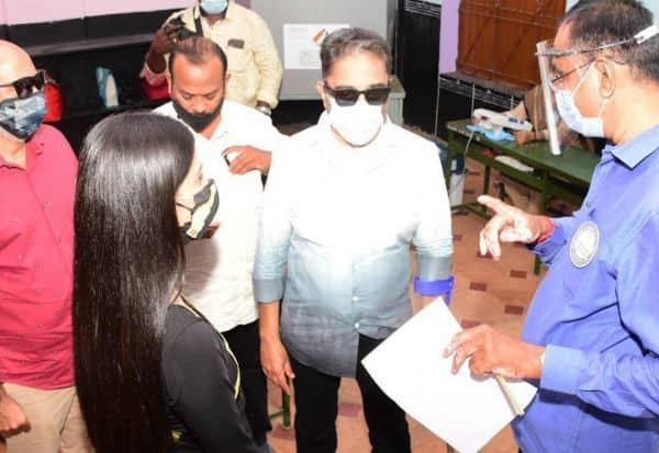 வாக்காளர்களுக்கு பணம், டோக்கன் வினியோகம்: தேர்தல் அலுவலரிடம் கமல் ஆதாரத்துடன் புகார்