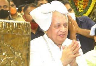 கேரள கவர்னர் ஆரிப் முகமது கான் இருமுடி ஏந்தி ...