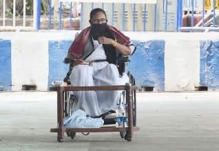 தேர்தல் கமிஷனை கண்டித்து மம்தா தர்ணா