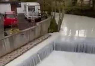 பிரிட்டனில் உண்மையான 'பால் ஆறு'; இணையத்தில் வைரல்