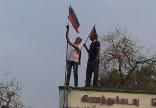 தேசிய கொடி ஏற்றும் கம்பத்தில் தி.மு.க., கொடியால் ...