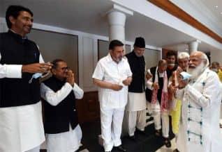மூன்றரை மணி நேரம் நடந்த காஷ்மீர் தலைவர்கள் கூட்டம்