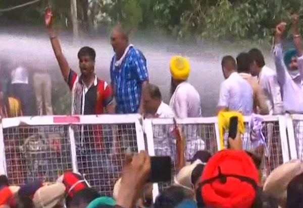 Water Cannons, AAP, Workers, Protest, Amarinder Singh,