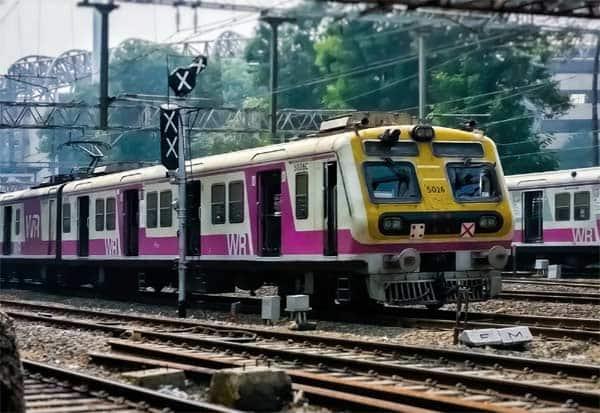 Mumbai, Local Trains, Fully Vaccinated, People, மும்பை, மின்சார ரயில், தடுப்பூசி, அனுமதி