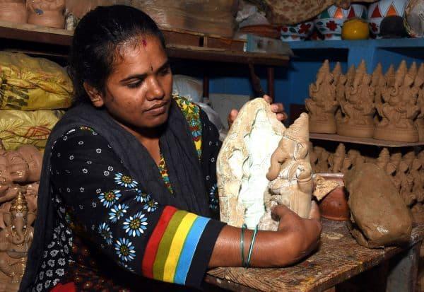கொரோனாவால் வினாயகர் சிலை விற்பனைக்கு பாதிப்பு! வியாபாரிகள், சிலை தயாரிப்பாளர்கள் கவலை