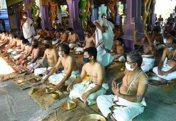 சித்தானந்த சுவாமி கோவிலில்
