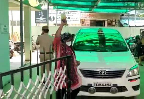 புகாரை கண்டுகொள்ளாத போலீசார் விரக்தியில் பெண் தற்கொலை முயற்சி