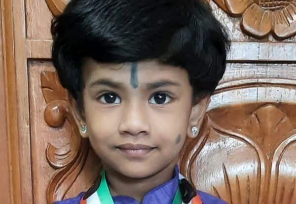 இந்தியன் புக் ஆப் ரிக்கார்ட்ஸில் இடம் பெற்ற குன்றத்து சிறுமி  அபார நினைவாற்றலுக்காக