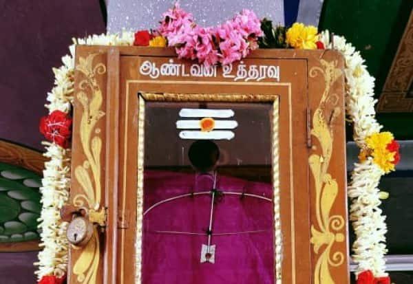 சிவன்மலை கோயில் பெட்டியில் வில் - அம்பு
