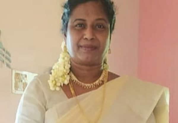 தேர்ச்சி சதவீதம் அதிகரிப்பு: தலைமை ஆசிரியைக்கு நல்லாசிரியர் விருது