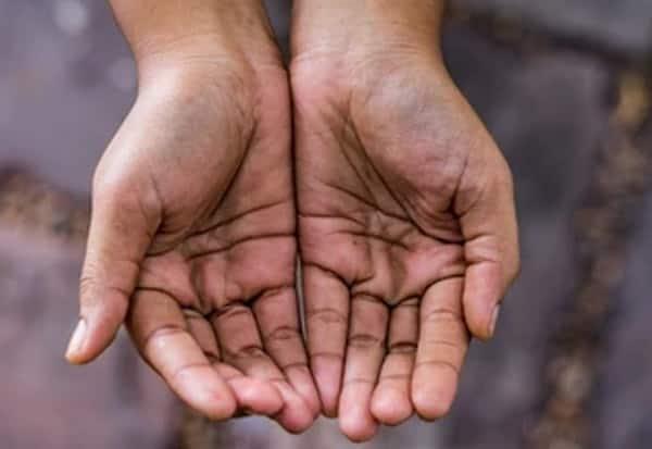 யாசகம் கேட்டு அவமானப்படாதீர்கள்; திருநங்கையருக்கு அதிகாரி 'அட்வைஸ்'