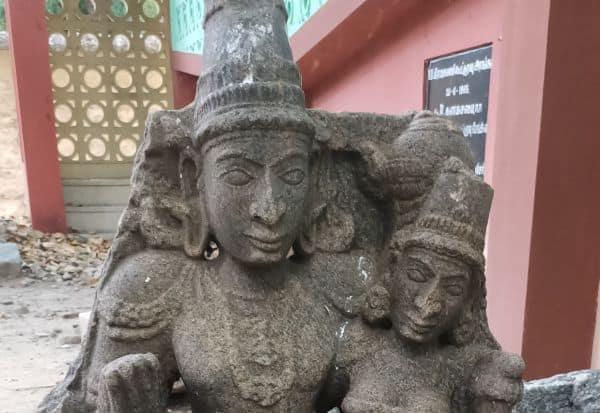 குளத்தில்  சுவாமி சிலை