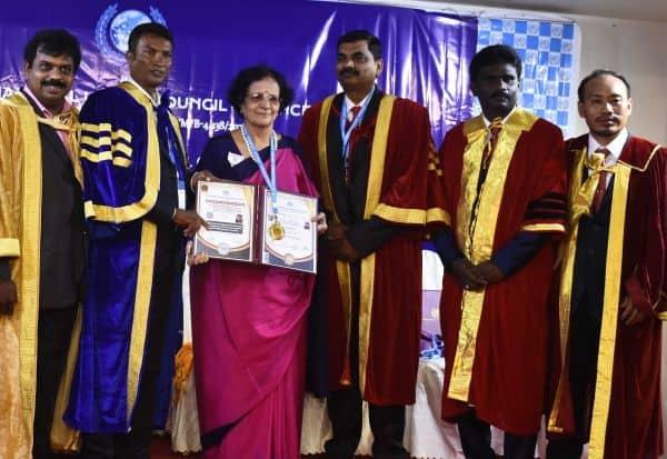 மருத்துவர் நளினிக்கு வாழ்நாள் சாதனையாளர் விருது