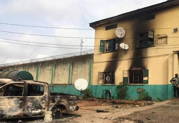 Nigeria, Gunmen Stormed, Jail, Nigerian Prison, Terrorist, Criminal Gangs, நைஜீரியா, பயங்கரவாதிகள், சிறை தகர்ப்பு, கைதிகள், தப்பியோட்டம்
