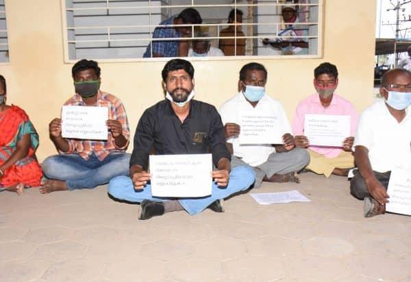 கிராம உதவியாளர்கள் போராட்டம்: தாலுகா அலுவலகத்தில் பரபரப்பு
