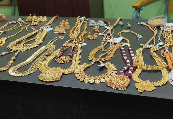 அள்ளிய நகைகள் அனைத்தும் கவரிங்: திருடர்கள் ஏமாந்த சுவாரசியம்