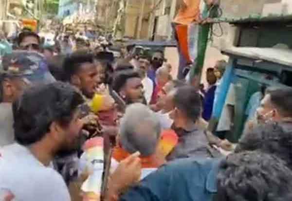 BJP's Dilip Ghosh manhandled, Arjun Singh faces 'go back' slogans during Bhabanipur campaign; EC intervenes இடைத்தேர்தல், பவானிபூர் தொகுதி, வன்முறை, 144 தடை, உத்தரவு