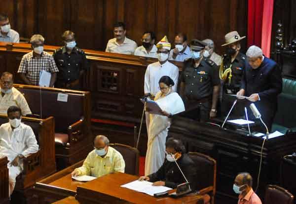 மம்தா பானர்ஜி உட்பட 3 பேர் எம்.எல்.ஏ., வாக பதவியேற்பு