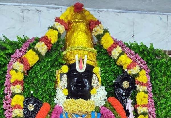 நவராத்திரி விழாவில் அத்தி வரதர் அலங்காரம்