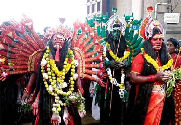 கடலாடி தசரா விழாவிற்காக நேர்த்திக்கடன் செலுத்திய பக்தர்கள்