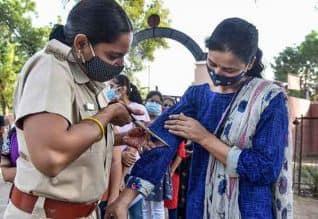 ராஜஸ்தானில் அரசு தேர்வு மையத்தில் பெண் ...