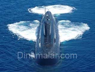 Smoke detected on Indian Navy submarine INS Sindhuratna off Mumbai coast, மும்பையில் நீர்மூழ்கி கப்பலில் மீண்டும் விபத்து : 5 ஊழியர்கள் பாதிப்பு