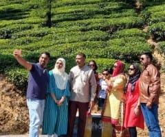 விடுமுறை தின கொண்டாட்டம்: சுற்றுலா பயணிகள் செம 'குஷி'