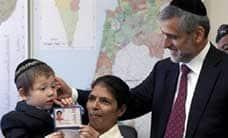 மும்பையில் 2 வயது குழந்தையை காப்பாற்றிய இந்திய பெண்மணிக்கு இஸ்ரேல் குடியுரிமை
