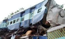 நின்றுகொண்டிருந்த ரயில் மீது சரக்கு ரயில் மோதி 24 பேர் பலி