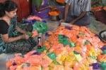 திண்டுக்கல்லில் கலர் கோலப் பொடி தயாரிக்கும் பணி  மும்முரம்